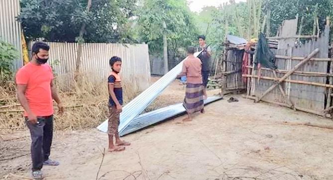 ব্রাহ্মণবাড়িয়ায় ছাত্রলীগ  নেতার সহায়তা: 'বৃষ্টিহীন' ঘরে ঘুমাবেন হানিফ
