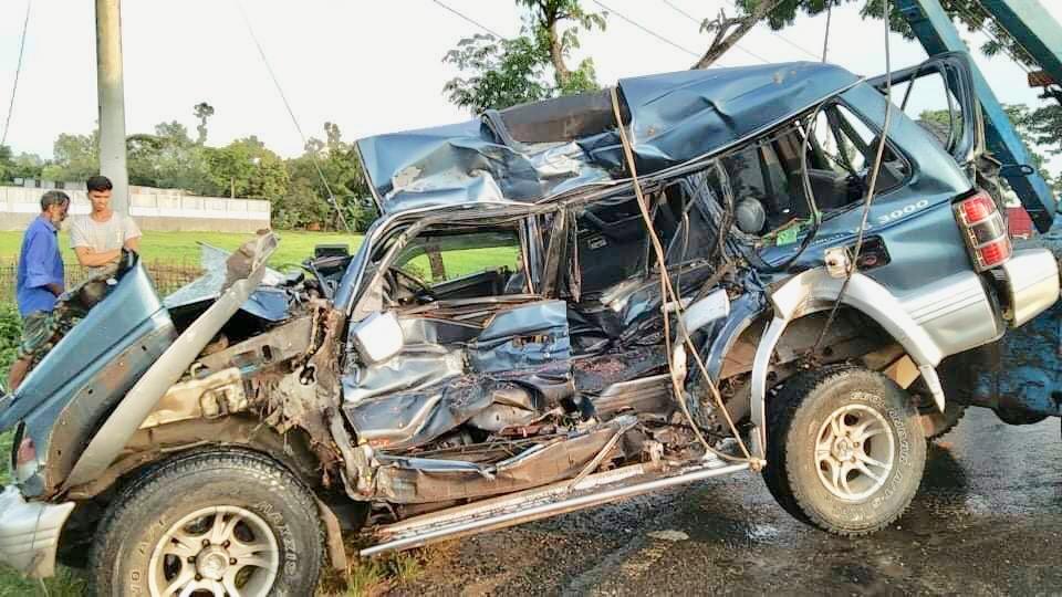 মাধবপুরে সড়ক দুর্ঘটনায় বাঘারপাড়া উপজেলা চেয়ারম্যানসহ ৪ জন নিহত