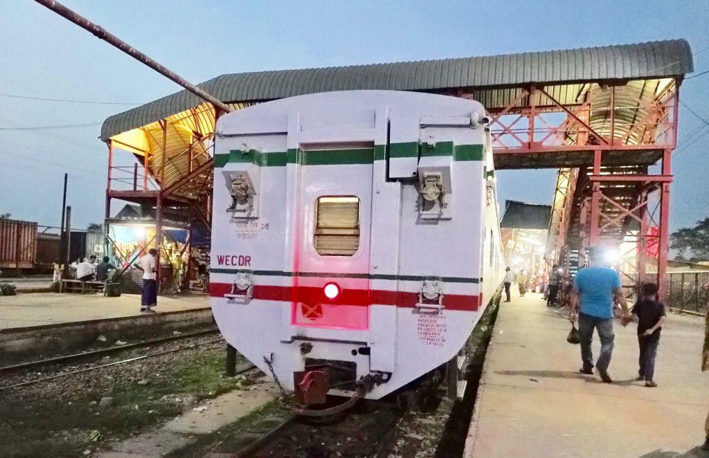 ব্রাহ্মণবাড়িয়ায় রেল স্টেশন তছনছ বিভিন্ন ষ্টেশনে আটকে সাতটি ট্রেন